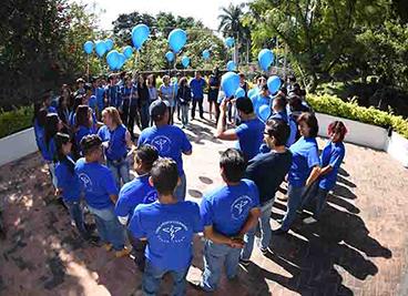 """22 Noviembre 2017  Con el objetivo de concientizar a toda nuestra comunidad médica y pacientes, Torre Médica Cuernavaca realizo diversas actividades por el Día Internacional de la Diabetes, que se conmemora el 14 de Noviembre. Con la  participación de  la Doctora Gabriela Gazga, Endocrinóloga Pediatra se llevaron a cabo conferencias y homenajes """"Circulo azul"""" en compañía de pacientes, profesionales de la salud y trabajadores de la Torre, Juntos por un futuro Mejor."""